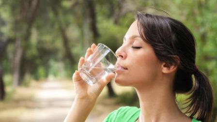 Manfaat Minum Air Putih Dipagi Hari