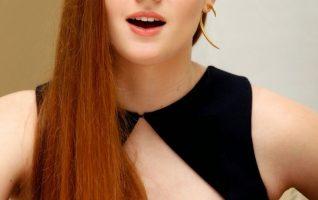 Suka Lihat Bule Cantik?, Yuk Intip Sophie Turner Padet dan S*ksi Banget Loch