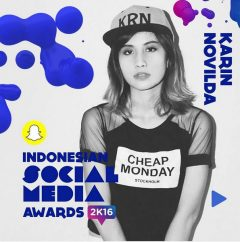 "Artis Sosial Media ""Awkarin"" Hadir di Acara Indonesian Social Media Award 2016"