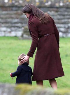 Terlihat selalu menggunakan plester ditangan, ada apa dengan Kate Middleton?