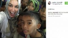 Berkerudung di Aksi Sosial, Sophia Latjuba Dapat Banyak Pujian